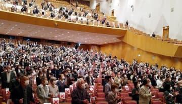 大阪府高齢者大学校の入学式に列席する受講生=4日、大阪市北区