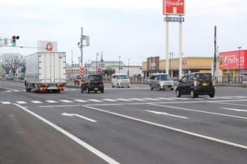 「事故危険区間」に追加選定された国道8号川崎西交差点=長岡市