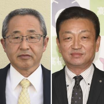 高根沢町長選に立候補を届け出た加藤氏(右)と斎藤氏