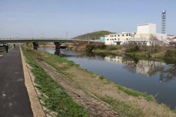 西日本豪雨で周辺で内水氾濫が発生した岡山市の笹ケ瀬川。県は流域治水プロジェクトを策定して減災を図る