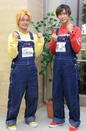 初のゴールデン帯冠番組がスタートする「A.B.C-Z」の塚田僚一(左)と橋本良亮=熊本市中央区