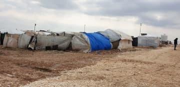アレッポ県アザーズの避難民キャンプ テントが密集して並ぶ © MSF