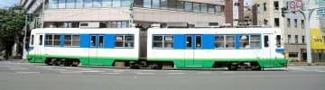 福井県福井市中心部を走る「880形」車両