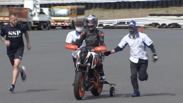 体が不自由でもバイクに 日本唯一の団体がサポート