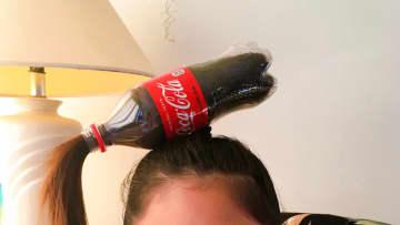 頭にペットボトルを付けた髪型で登校!? アメリカの学校行事が楽しそう「同級生が歓声で迎えてくれた」 画像