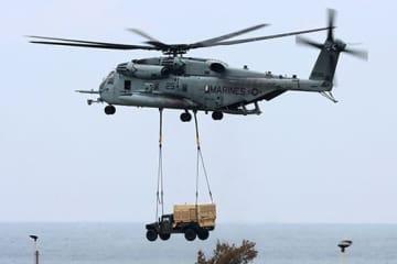 ニュース画像:ヘリで車両つり下げ、夜間訓練の騒音も 米軍機飛行で