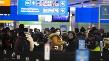 ニュース画像:英ヒースロー空港、ウイルス検査で「耐えられないほどの」行列 6時間待ちの乗客も
