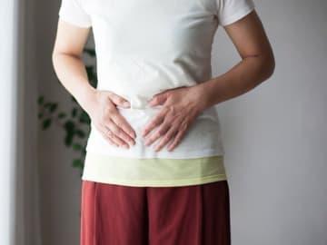下半身太りは、女性の大きな悩みですが、「骨盤」を歪ませると、下半身が太りやすくなることをご存知ですか? 日常生活から見直して骨盤の歪みを解消しましょう!