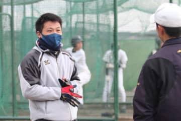 仙台一・硬式野球部の副部長となった阿部翔人さん【写真:高橋昌江】