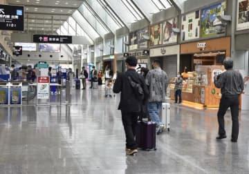 搭乗客らが少なく、大きな混雑はなかった5連休初日の松山空港=1日午前11時ごろ、松山市南吉田町