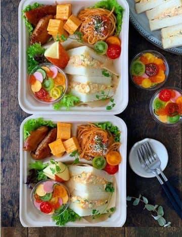 (1)「おうちでピクニック」弁当。写真は高谷家次女の好きな食材を詰めたバージョン
