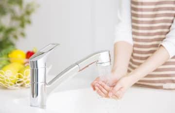 電気、ガス、水道は私たちの毎日の生活に欠かせないもので、それだけに「水道光熱費を節約したい」と思う方も多いようです。一方で、なかなか効果が出にくい費目でもあります。どうすれば節約できるのでしょうか。
