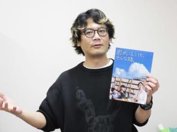 【映画「君がいる、いた、そんな時。」について語る迫田監督=伊勢市役所で】
