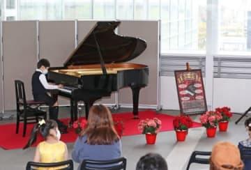 朱鷺メッセにお目見えした「アトリウムピアノ」