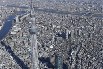 東京スカイツリーと東京・墨田区の町並み=2020年1月