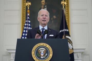 米ホワイトハウスで演説するバイデン大統領=4日、ワシントン(AP=共同)