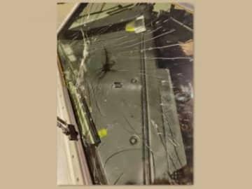 ニュース画像:高度1万メートルの突発事態、旅客機操縦室ガラスが火花散らして爆裂?―中国江西航空