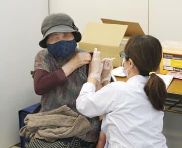 高齢者接種、各地で本格化 ワクチンの大量配送を開始 画像