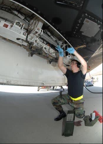 ニュース画像:航空機の技術とメカニズムの裏側 第276回 航空機の吊るしものとひっつきもの(4)トラピーズなど