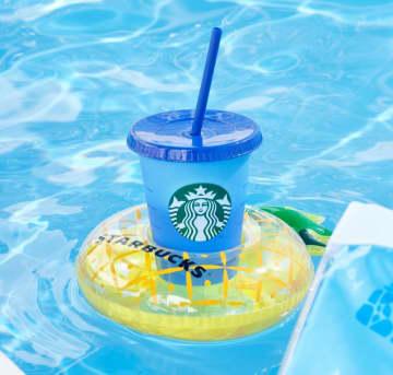 浮き輪のカップホルダー可愛い!スタバで買えない「スタバの夏限定セット」絶対チェックね。