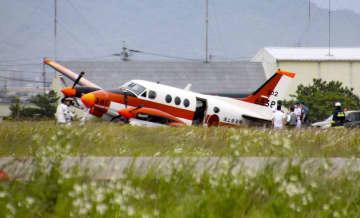 ニュース画像:海自練習機が着陸失敗、徳島空港 2人搭乗、けが人なし