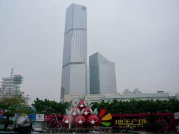 中国広東省広州市内にある高層ビル(資料)—本紙撮影