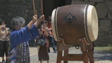 6月10日は「時の記念日」 香川・丸亀城の大手門広場で市民らが「時太鼓」鳴らす