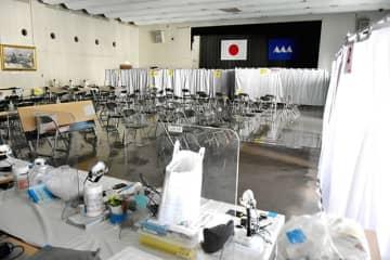 県がワクチン接種の大規模会場に設定した県庁2階の講堂