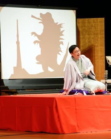紙切り芸や落語が披露された、町民芸術劇場小学生公演