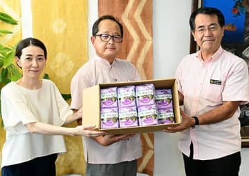 小中学校に生理用品を寄贈 ナプキン1050枚 糸満市、災害備蓄を活用