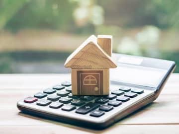 住民税の課税内容が記載される「住民税決定通知書」。住民税決定通知書はいつ、どこでもらえるのか? どこに何が記載されているのか? その見方と、もし住民税決定通知書に誤りがあった場合の対応方法を解説します