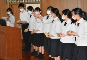 串間中生に高校生活について説明する福島高の生徒会役員
