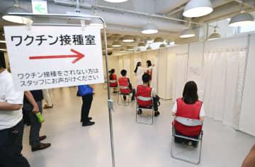 ソフトバンクグループが行った新型コロナウイルスワクチンの職場接種のリハーサル=11日午後、東京都港区