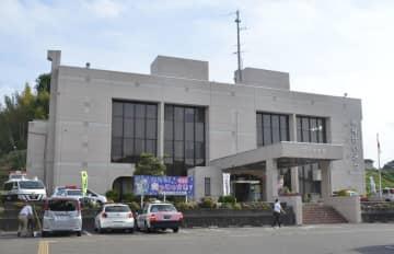 屋上で警察官が頭から血を流して倒れているのを発見された福島県警田村署=11日午後4時40分