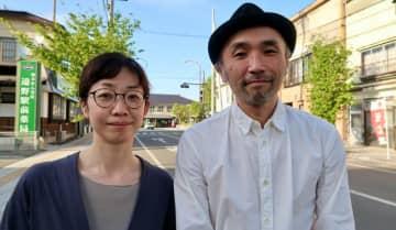 映画同好会「ねこぜでキネマ」主催の只松靖浩さんと妻の友美さん(撮影:中山治美)
