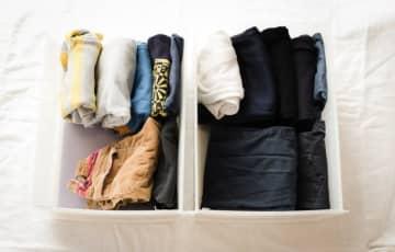 子どもの服について「お下がり服を大量にもらってしまう」「次の子にも使えるかなと溜まっていく」「思い出が詰まっていて手放せない」というご相談をいただきました。ミニマリストが「溜めない」アイデアをご紹介し
