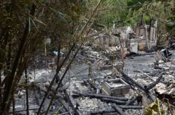 民家が全焼し、1人の遺体が見つかった現場=11日、日置市東市来町湯田