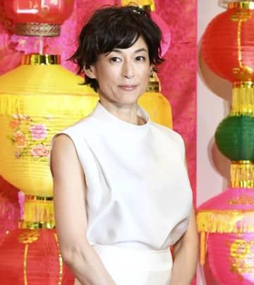鈴木保奈美 着用の白いドレス「実はワイドパンツ」だった 「え?」「まさかの」と驚きの声