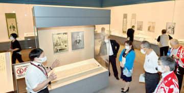 坂本龍馬の直筆書簡などを通し、福井藩との交流を紹介する夏季特別展=7月21日、福井県の福井市立郷土歴史博物館