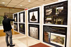 蘆名氏の功績や系譜などを紹介するパネルを展示する資料室