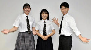 「演奏で笑顔を届けたい」と意気込む(左から)佐々木さん、室井さん、小林さん