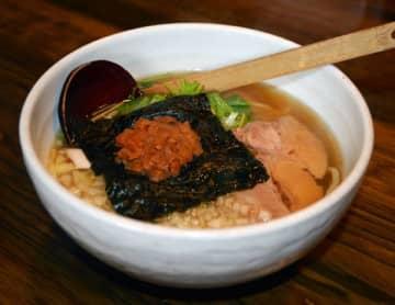 期間限定の梅鰹醤油ラーメン(あっさり梅鰹・太麺)