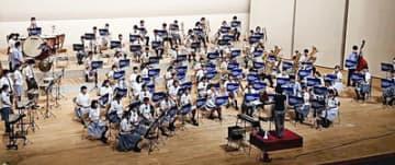 ふくしま古関楽団2020の演奏の様子