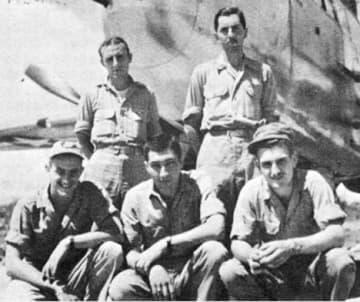 松橋空襲の任務中に墜落した米軍機の搭乗員5人(米国国立公文書館所蔵、古牧昭三さん提供)