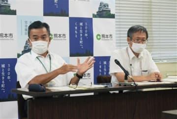 熊本市体罰等審議会の審議結果について説明する市教育委員会の幹部ら=21日、熊本市役所