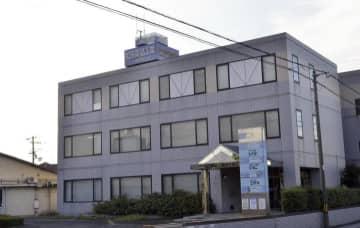 医薬品の自主回収を発表した松田薬品工業=21日夕、松山市河野中須賀