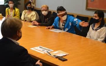 船橋市役所を訪れた「千葉応援バズらせ隊」