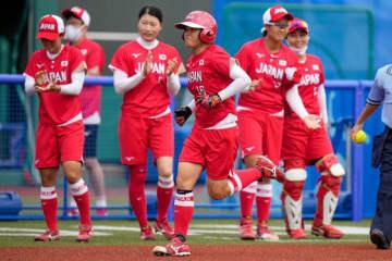 2試合連続となる本塁打を放った女子ソフトボール日本代表・藤田倭【写真:AP】