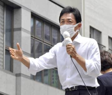 長崎市で街頭演説する国民民主党の玉木代表=22日