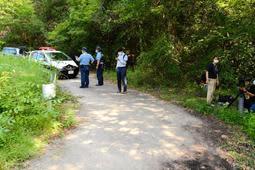 女性の車が止まっていた五所ケ池付近の林道=22日午後、加東市黒谷